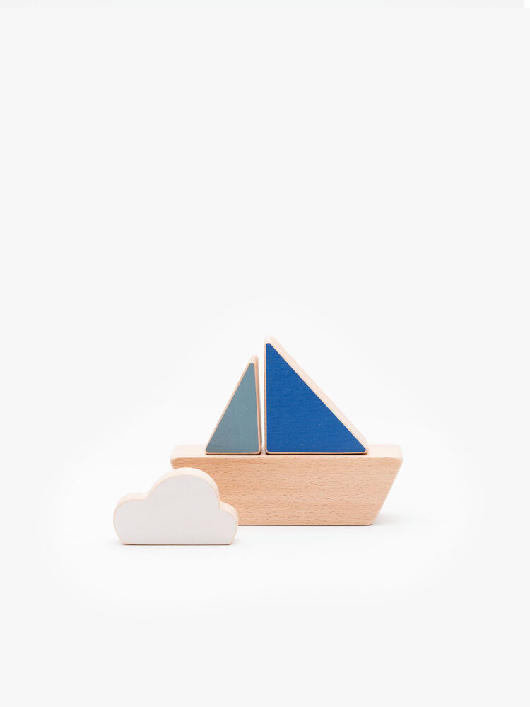 the-minimalist-sailing-boat-stacking-toy